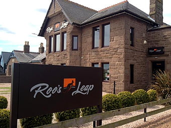 RoosLeap_signage_photo1_H_16K