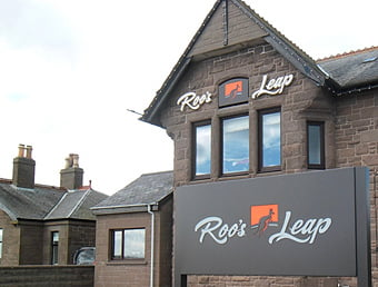 RoosLeap_signage_photo2_H_16K